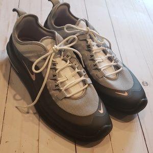 Nike Air Max Axis sz 8.5 sneakers